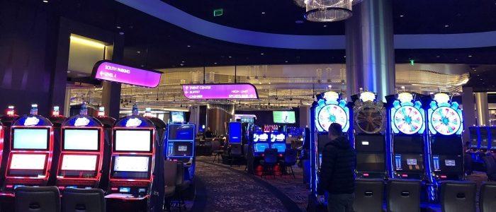 Kasino Emerald Queen menyelidiki area yang penuh sesak, tuduhan pekerja yang sakit