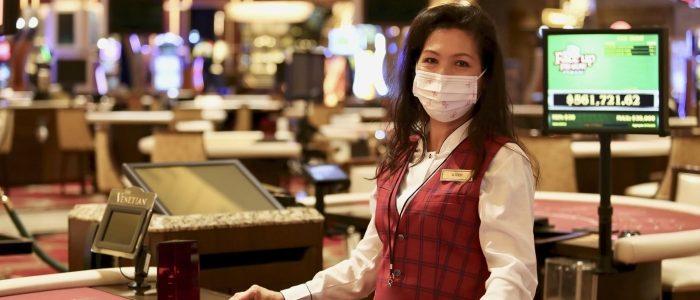 Venesia meluncurkan program daur ulang untuk masker wajah bedah